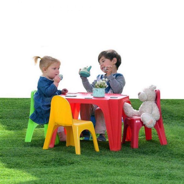 Gyerek asztal 4 db székkel